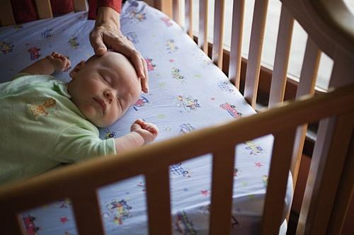 Ребенок беспокойно спит и много ворочается