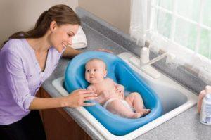 Как купать новорожденного в ванночке
